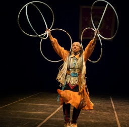 hoop-dancer-marie-ponce-theater-for-the-new-city-thunderbird-american-indian-dancers-jan-2014-photo-by-lee-wexler